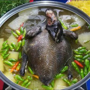 Lẩu gà đen với nấm thơm ngon, bổ dưỡng, cung cấp nhiều vitamin và khoáng chất
