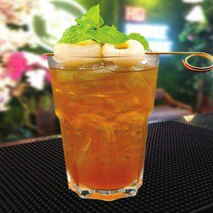 Decor trà thạch vải với lá bạc hà để gia tăng hương vị cho đồ uống.